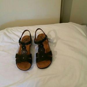 3X25.  Natural soul sandals